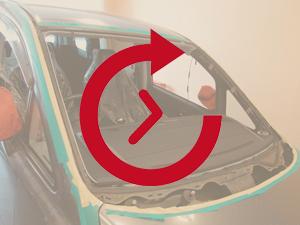 フロントガラス交換作業中ガラスを外した状態の写真画像